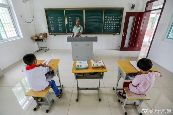 """揭秘""""袖珍小学"""":全校师生共9人 只有2个年级"""