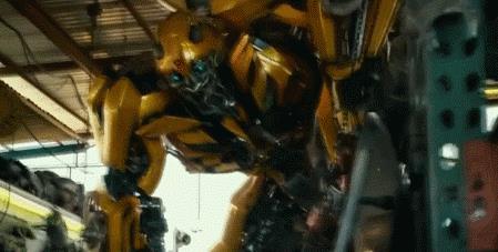 《变形金刚5》新电视预告:大黄蜂变女机器人