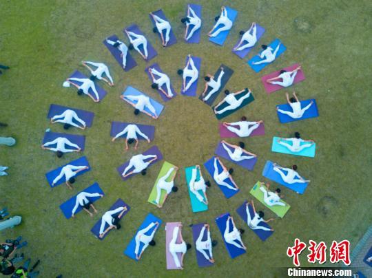"""无锡瑜伽爱好者""""七彩花园""""中备战国际瑜伽节"""