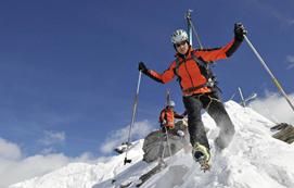 滑雪危险动作伤人害己 摔跤也是技术活
