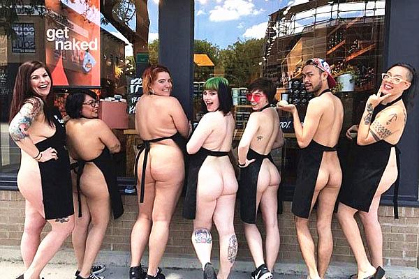 美化妆品员工裸身抗议过度使用塑料包装产品