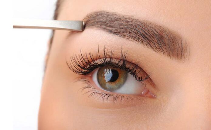 修剪眉毛丰富眼神 法媒教您如何打造完美眉型