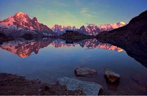 静水流深:法媒盘点该国境内6大绝美湖泊