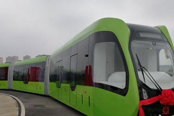 中国成功研发全球首列虚拟轨道列车