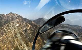 空军新兵首次进山谷飞行训练
