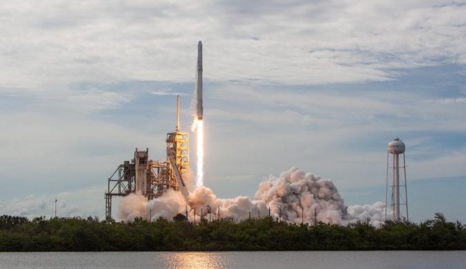SpaceX公司龙飞船携带中国实验项目飞向国际空间站