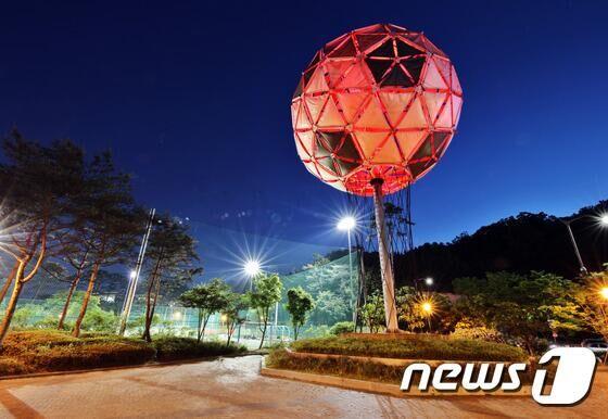 """韩首尔纪念世界杯建筑""""世界球""""将开启照明功能"""