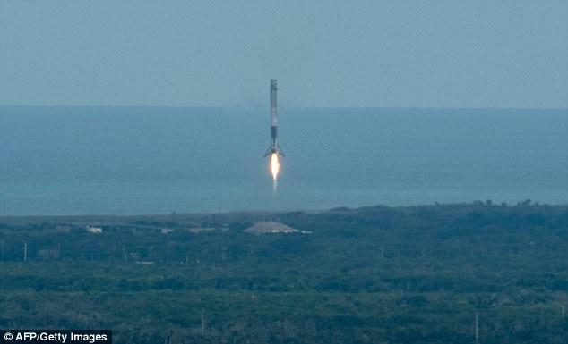 "SpaceX成功发射猎鹰九号 搭载二次升空""龙""飞船"