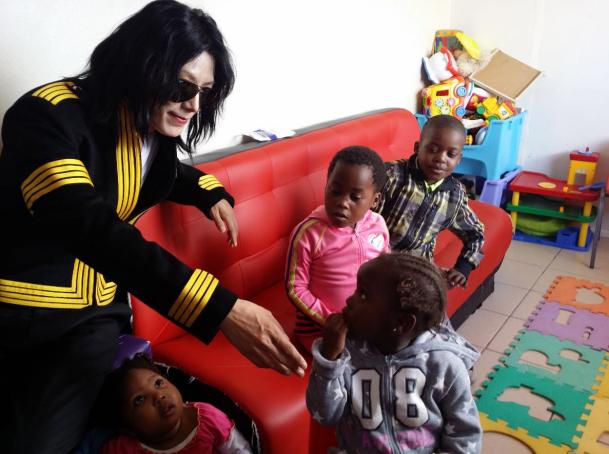 王杰克逊投身公益,非洲人以为是迈克尔杰克逊亲临