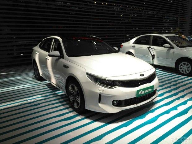 2017深港澳车展:国产K5插电混动版发布
