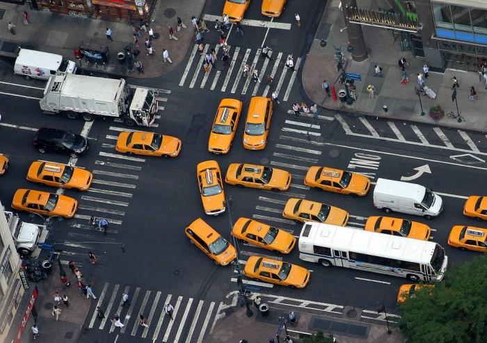到2050年 无人车相关经济活动规模或达7万亿美元
