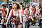 英国举办裸体自行车赛