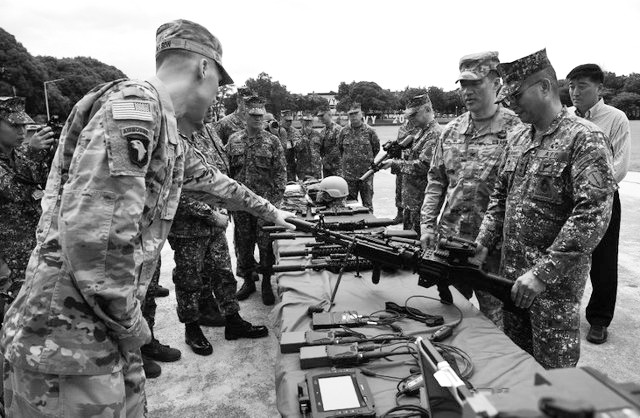 美国送百支枪械帮菲律宾反恐 要提升其反恐能力