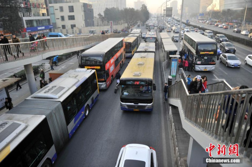 注意!高考期间北京14条公交线路分时段甩站避让