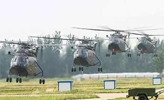 直8直升机集群起飞进行训练