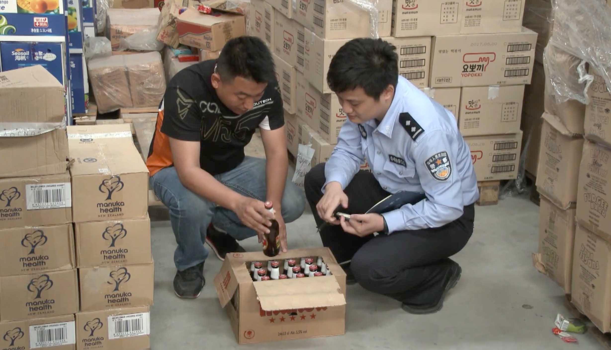 5年老酒重贴标签开售 上海4万多箱过期进口啤酒被查获