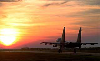 苏30战机夕阳下起降美不胜收