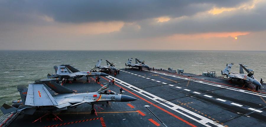 辽宁舰最近忙什么?为国产航母培养足够飞行员