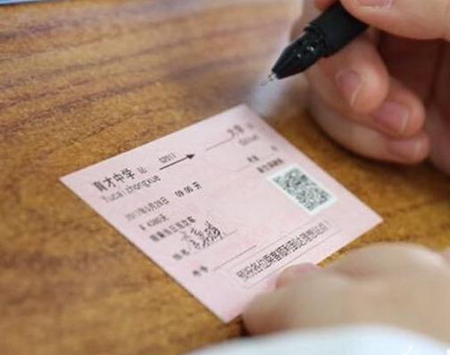 重庆一老师将全班高考准考证遗落宾馆 民警飞奔按时取回