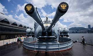 俄瓦良格号巡航舰访问香港