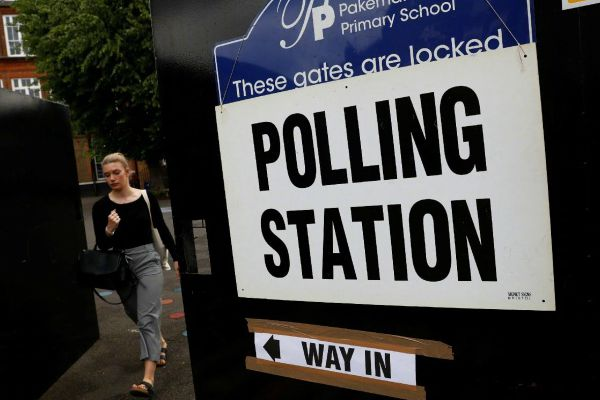 """英国举行""""脱欧""""公投后首次大选"""
