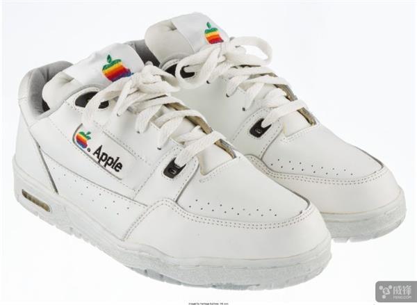 30000美元!这双苹果运动鞋估计就归您了