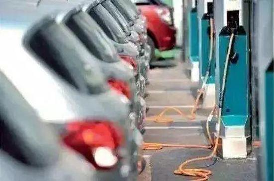 关于新能源汽车资质的争辩不休