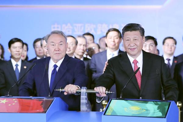 习近平同哈总统参观世博会中国馆并出席出席视频连线仪式