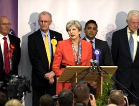 保守党议席未过半 特雷莎·梅发表讲话神情凝重