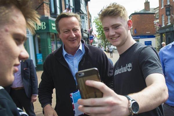 卷土重来!英国前首相卡梅伦为大选拉票