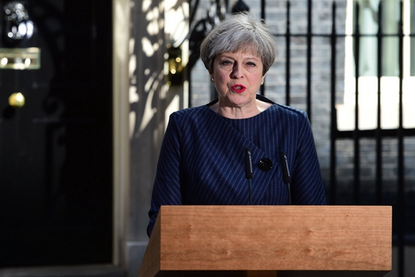 英国首相特蕾莎·梅发表声明 宣布6月8日提前举行大选