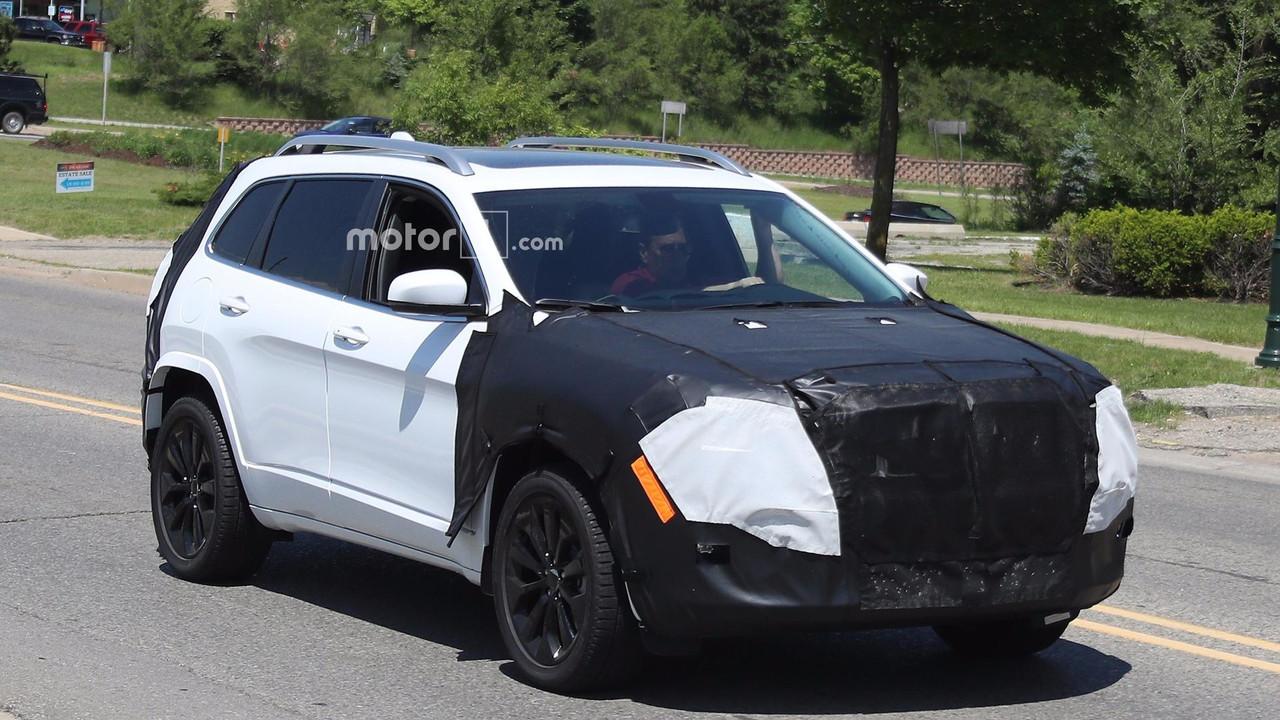 2018款Jeep自由光谍照曝光 或搭配传统前灯