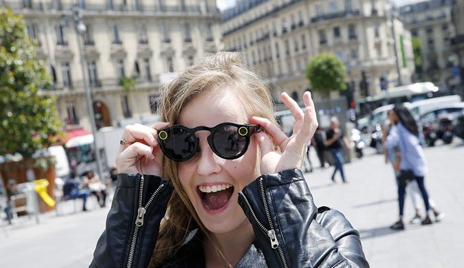 """法国酷炫""""眼镜相机""""仅售千元 拉风到没朋友"""