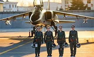 时隔4年空军再招35名女飞行员