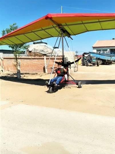 一黑龙江农民为在直播中吸粉 花9个月造飞机