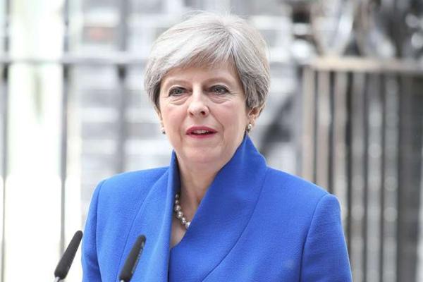 特雷莎·梅主持大选后首次内阁会议:继续担任首相