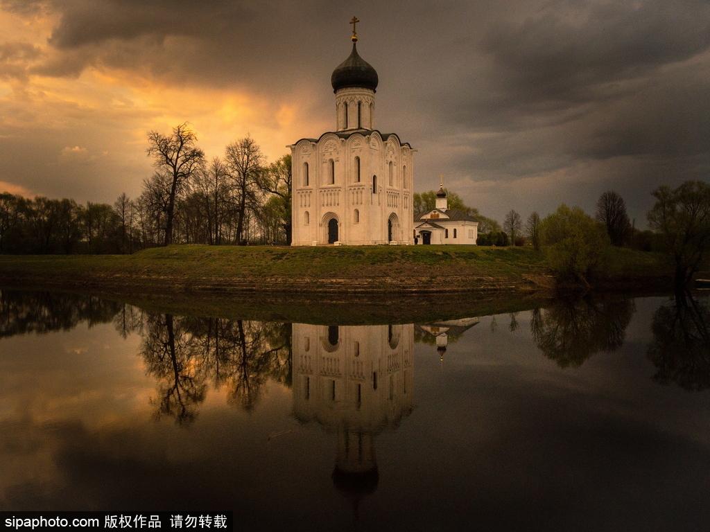 俄罗斯涅尔利河上的圣母代祷教堂