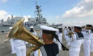 美军驱逐舰访问南海舰队湛江军港