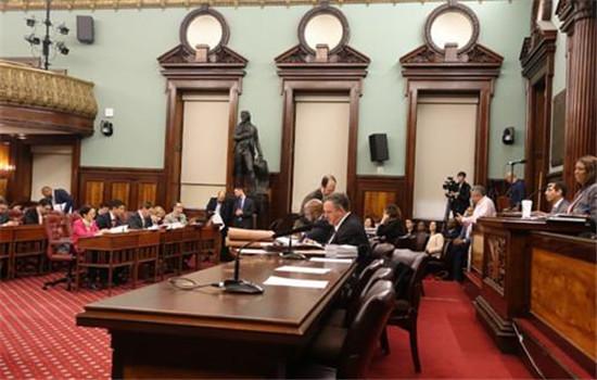 纽约市议会通过新财年预算 移民家庭成受益者之一