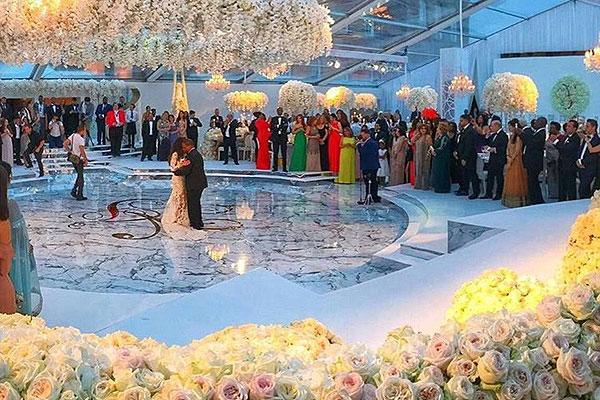 英富豪丘吉尔庄园办奢华婚礼 现场摆100万朵白玫瑰