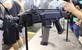 捷克防务展上这步枪造型很科幻
