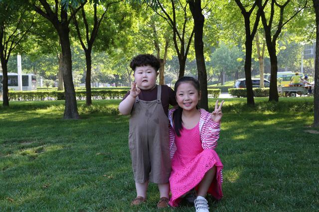 河南10岁小姑娘把《欢乐颂》唱火了假期人多表情包图片