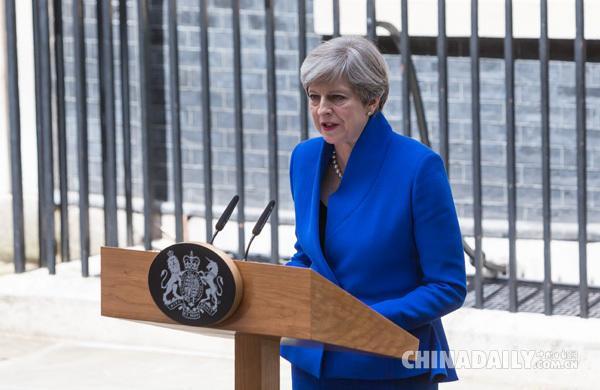 """英首相就大选失利道歉 称将软化""""脱欧""""态度"""