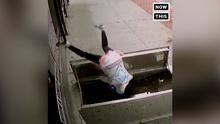 美国一女子走路玩手机掉进深井