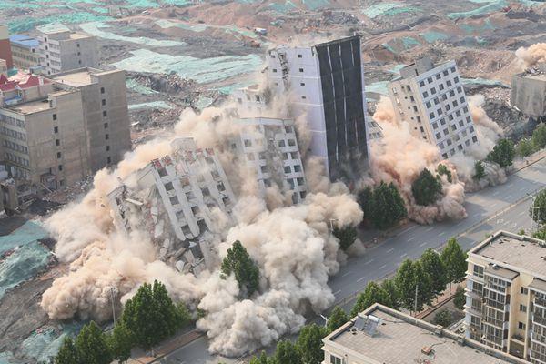 """再见""""小澳门""""!郑州552公斤炸药爆破6栋高楼场面壮观"""