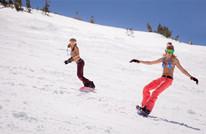 美国加州最长滑雪季 美女滑雪秀身材