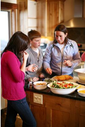 体重、胆固醇超标?专家细数晚饭吃太晚的后果