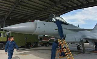 空军地勤如何维护歼-10B战斗机