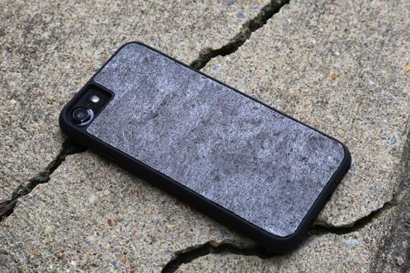 岩石做的手机壳怎么样?结实但却非常轻薄