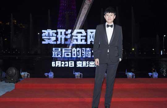 张杰献唱《变5》全球首映礼 迈克尔·贝大赞Great
